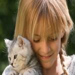 Fille avec un chat