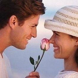 Couple avec une fleur
