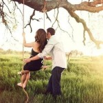Un couple sur la balançoire